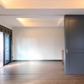 【洋5.7帖】リビング横の洋室とは引き戸で仕切られます。