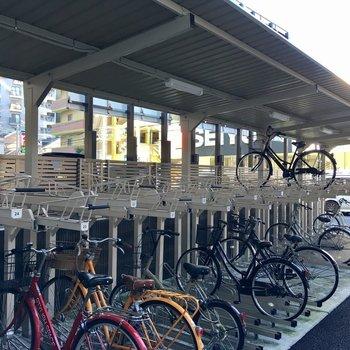 駐輪場は建物の裏側にあります。