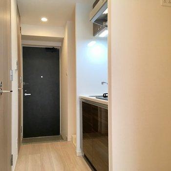 キッチンのスペースを見てみましょう。※写真は2階の反転間取り別部屋のものです