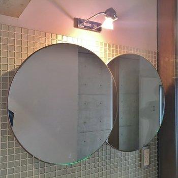 特徴的な鏡に