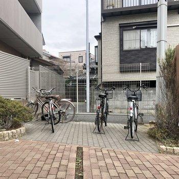 駐輪スペースは屋外です。