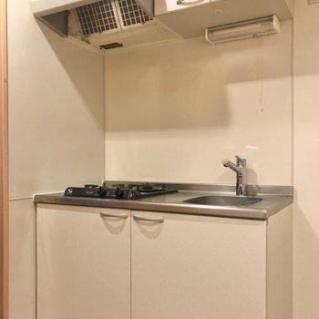 まずは白いキッチンから。