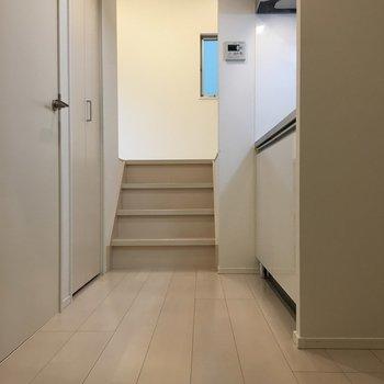お部屋は階段を上った先に