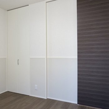 【洋室】2色使いの壁が素敵〜!