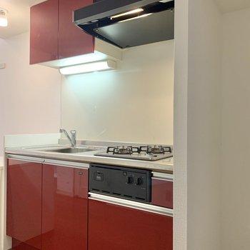右には冷蔵庫を置くスペースがあります