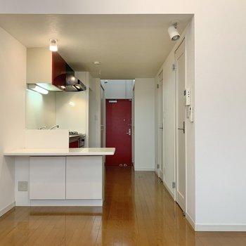 キッチンとドアに統一感