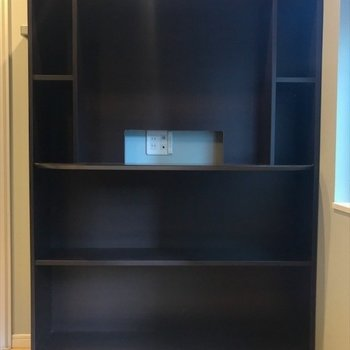 寝室の棚には本や雑誌を置いておいて、いつでも読書♪