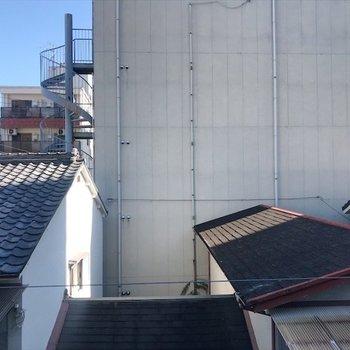 こちらは寝室の窓からの眺望。