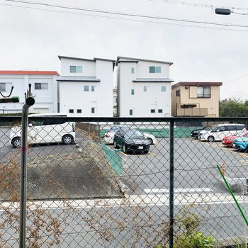 眺望は駐車場なので開放感ありますね。