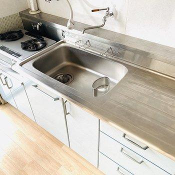 作業スペースもシンクもとても広いので、並んでお料理作りたい!(※お部屋は通電前です。)