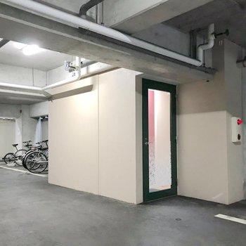 1階の入口は扉開けてすぐにエレベーター。