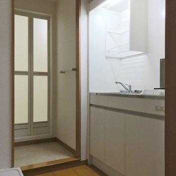 洗濯機置場の隣が冷蔵庫置場。