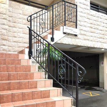 入口、実は1階と2階の2つにあります。
