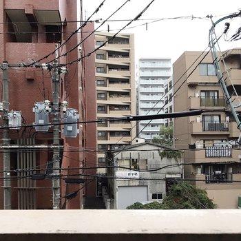 建物とは道路を挟んであるので、人目はあまり気になりません。