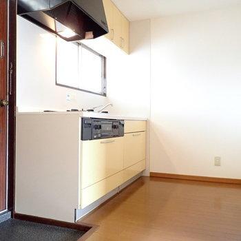 キッチンまわりはゆとりがありますね