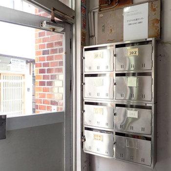 入り口にメールボックスです