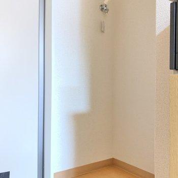 キッチンの隣には洗濯機を置きましょう〜!