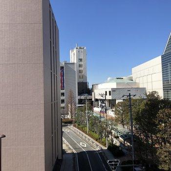 目の前には市役所が見えます。