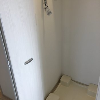 洗濯機置き場は扉で隠せます◎※写真は10階の同間取り別部屋のものです
