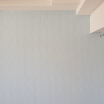 控えめなワンポイントクロスが◎※写真は別室のもの。