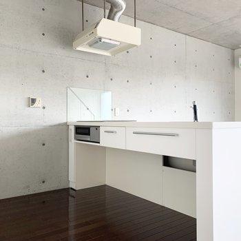 キッチン下部は自由な空間。