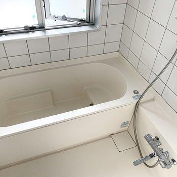 浴槽もゆったりサイズ。