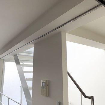 階段室と洋室はカーテンで仕切りも可能です。