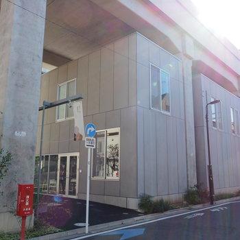 駅から歩いてすぐ!高架下にあるオフィスです。