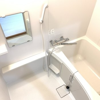お風呂には鏡つきで◎