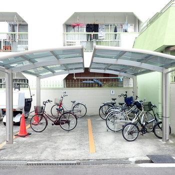 駐輪場は建物裏に