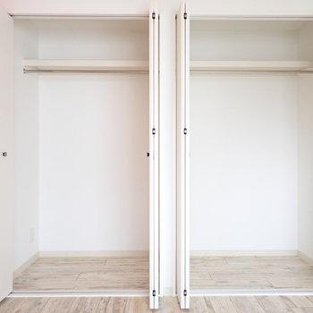 洋室の収納。ボックスを使って整理したいですね