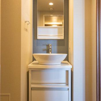 洗面台は配色もデザインもさすがです※写真は3階の反転間取り別部屋のものです