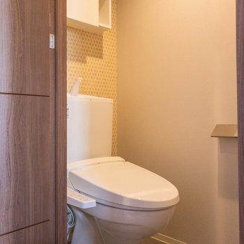 トイレは温水洗浄機能付きです※写真は3階の反転間取り別部屋のものです