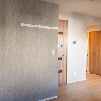 長押付きで便利ですね※写真は3階の反転間取り別部屋のものです