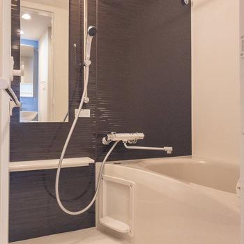 浴室乾燥機能付きのお風呂です※写真は3階の反転間取り別部屋のものです