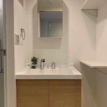 洗面台も使い勝手良さそう◎(※写真は1階の同間取り角部屋、モデルルームのものです)
