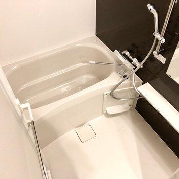お風呂はしっかりと浸かれそうな広さがありました。