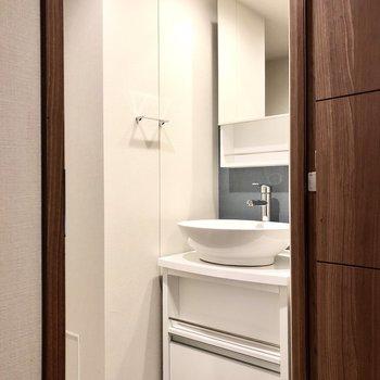 洗面台もおしゃれなデザインですね。