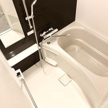 お風呂はしっかりと浸かれる広さがあります。