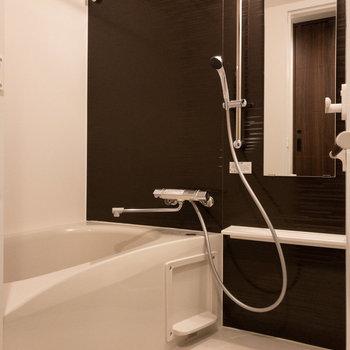 浴室乾燥機能付きのお風呂※写真は5階の同間取り別部屋のものです