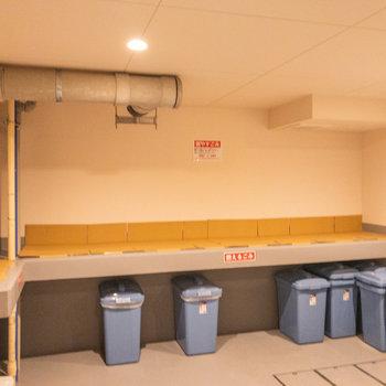 ゴミ置場は建物内でした