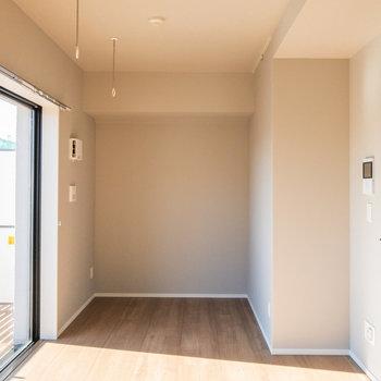 室内にも物干し竿受けがあります※写真は5階の同間取り別部屋のものです