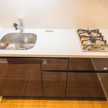 広々キッチンで作業も効率的に!※写真は5階の同間取り別部屋のものです
