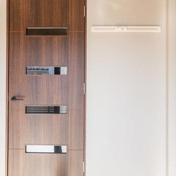 居室のドア横には長押が付いてますよ※写真は5階の同間取り別部屋のものです