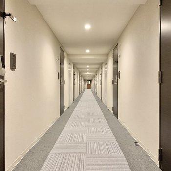 お部屋はエレベーターから一番奥です。