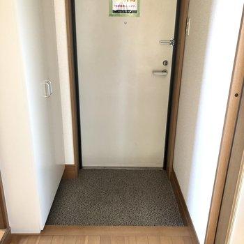 玄関スペースはこんな感じ。少しコンパクトです。