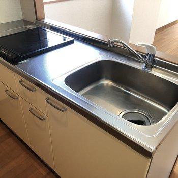 【LDK】シンクが広く洗い物が簡単にこなせそう。