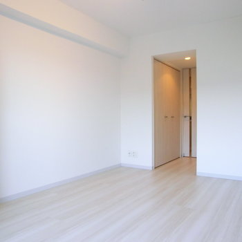 こちら側もきれいです※写真は4階の反転間取り別部屋のものです