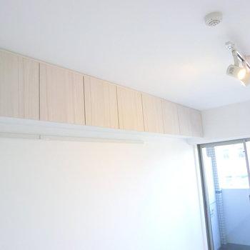 天井に棚!※写真は4階の反転間取り別部屋のものです