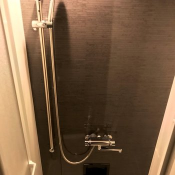 サーモ水栓でシャワーヘッドも新しい◎